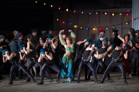 Preziosilla (Veronica Simeoni), dansers en Koor van de Nationale Opera